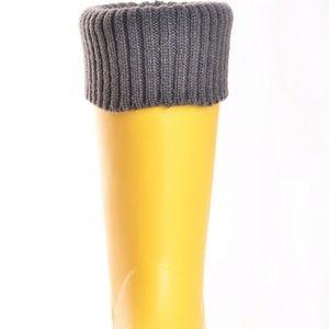 DAV Shoes - Dav Rain Boots. New. Size 10. Yellow